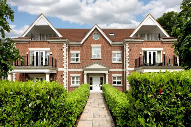 Thumbnail Flat to rent in Dorchester Mansions, Cross Road, Sunningdale, Berkshire
