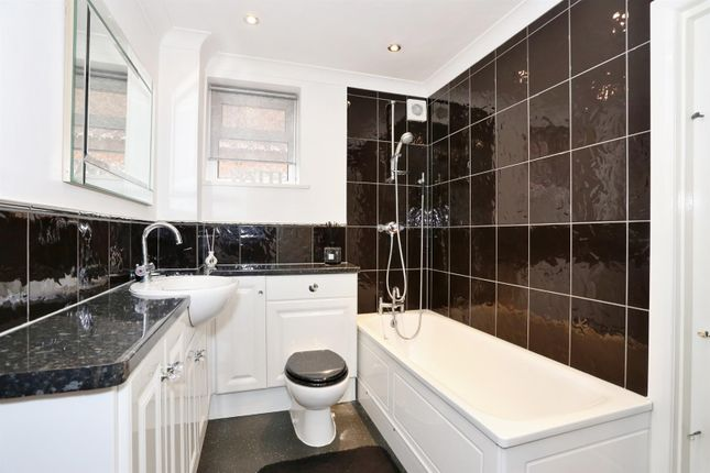 Bathroom of Glenhurst Avenue, Bexley DA5