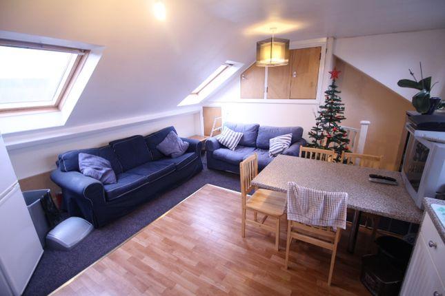 Thumbnail Flat to rent in Martin Way, Morden