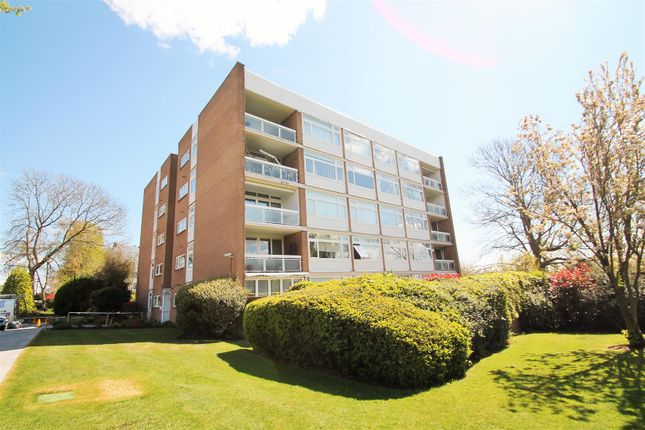 3 bed flat for sale in The Bowls, Chigwell IG7