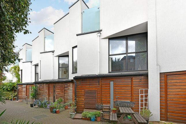 Thumbnail Mews house to rent in Brickfield Close, Brenthouse Road, London