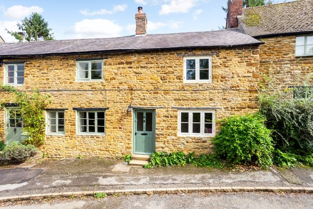 Thumbnail Cottage to rent in Red Lion Street, Kings Sutton, Banbury