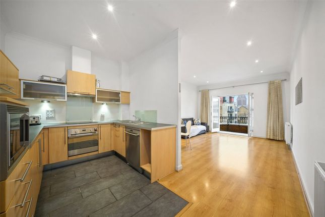 2 bed flat to rent in Northpoint Square, London NW1