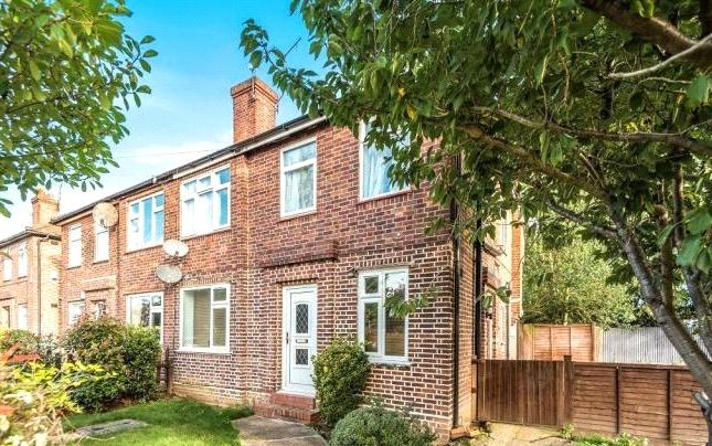Thumbnail Maisonette to rent in Botwell Cresent, Hayes, Middlesex