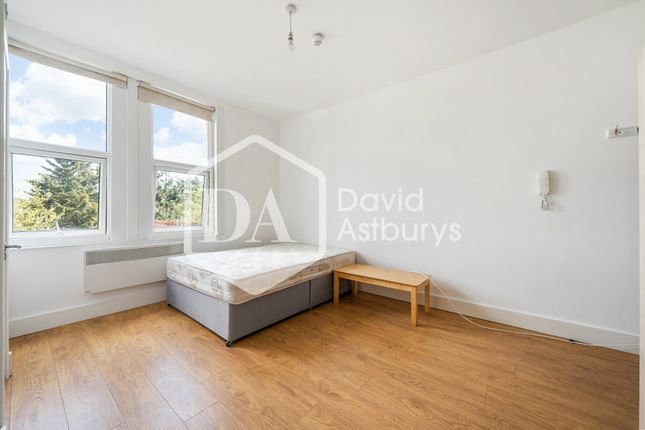 1 bed flat to rent in Ulleswater Road, Southgate, London N14