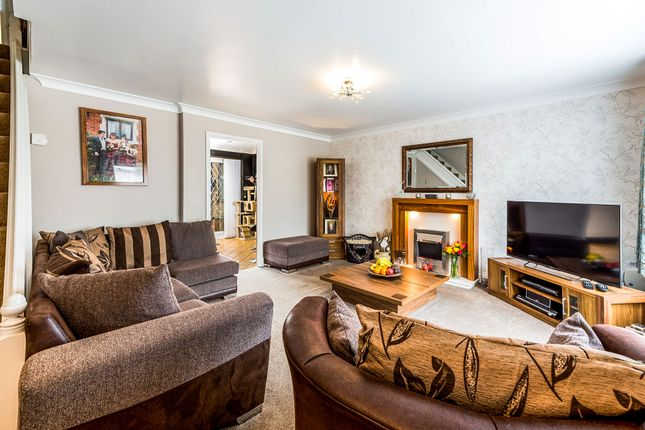 5 bed end terrace house for sale in Clyde, East Tilbury, Tilbury