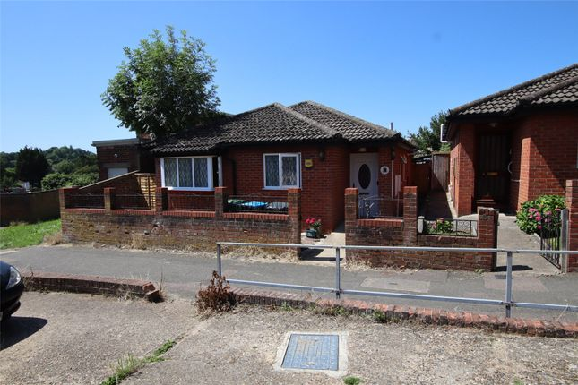 Thumbnail Bungalow for sale in Fairway Court, Nash Mills, Hemel Hempstead, Hertfordshire