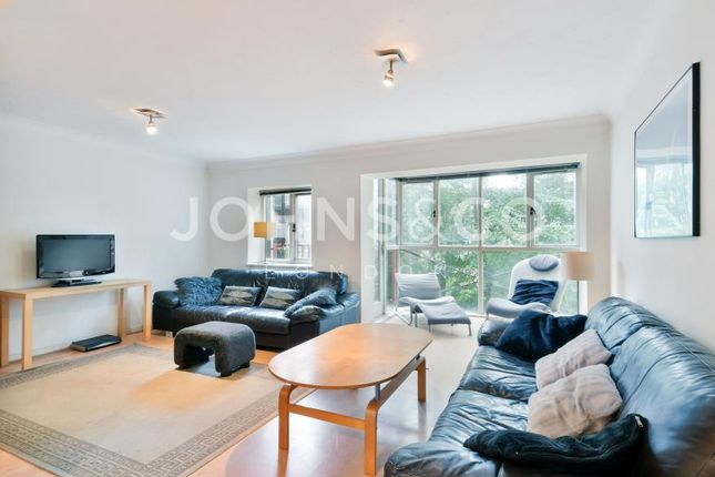 4 bed flat to rent in Landons Close, London