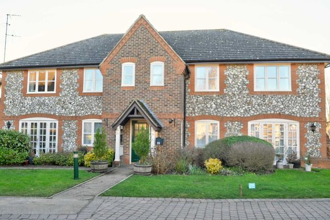 Thumbnail Flat to rent in Hill Farm Court, Chinnor
