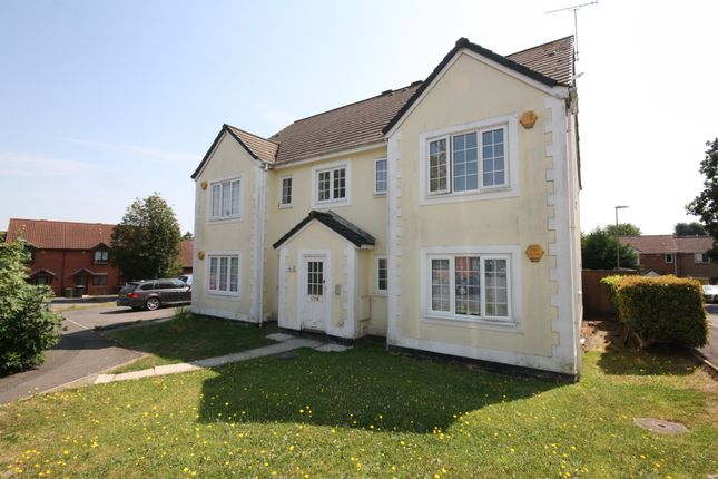 2 bed flat to rent in Clover Way, Hedge End, Southampton SO30