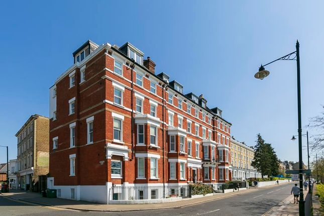 3 bed flat for sale in Richmond Hill, Richmond TW10