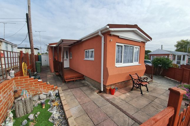 Mobile/park home for sale in Kings Copse Avenue, Hedge End, Southampton