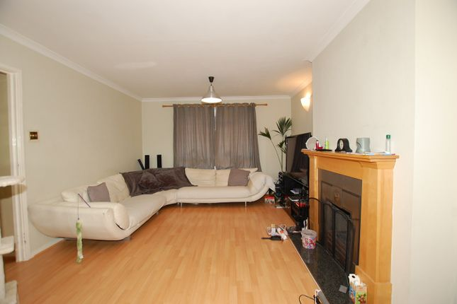 Thumbnail Flat to rent in Kemsing Close, Bromley
