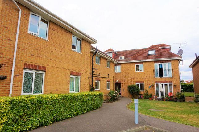 Thumbnail Flat for sale in 106 Lodge Lane, Romford