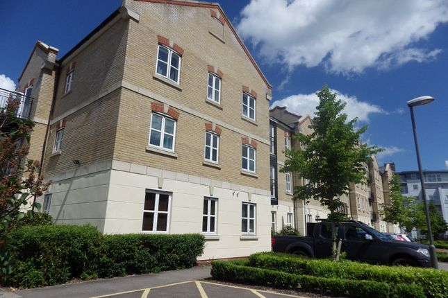 2 bed flat to rent in Coxhill Way, Aylesbury, Buckinghamshire