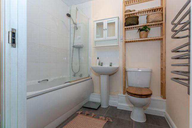 Bathroom of Roche Close, Rochford SS4