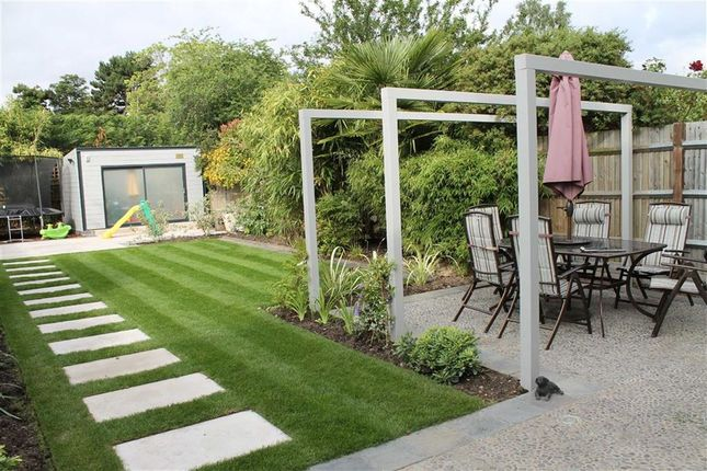 Thumbnail Detached house for sale in Swan Lane, Edenbridge