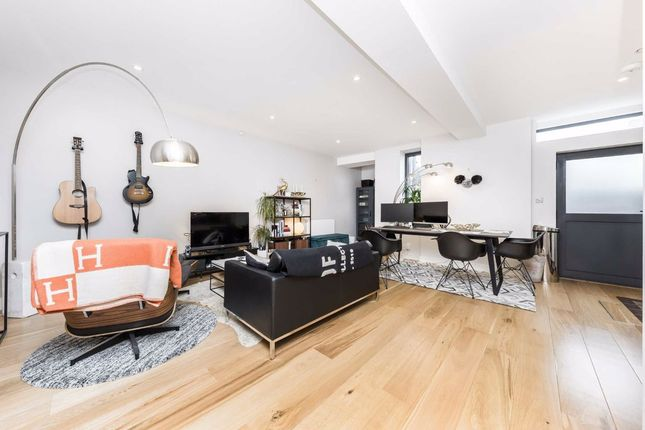 Flat for sale in Dunford Road, London