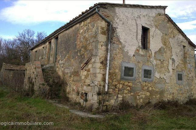4 bed farmhouse for sale in Via di Fuori, Sarteano, Tuscany