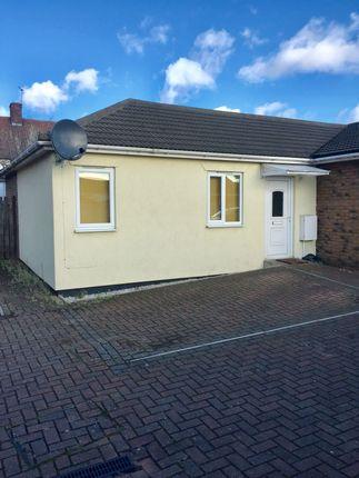 2 bed bungalow to rent in Hatfield Mews, Dagenham, Essex RM9