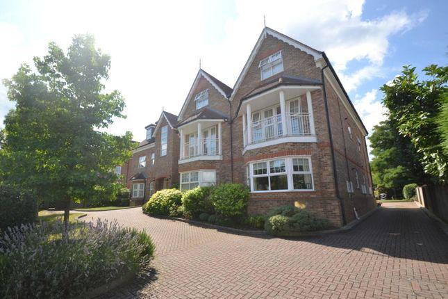 Thumbnail Flat to rent in 16 Oatlands Chase, Weybridge, Surrey