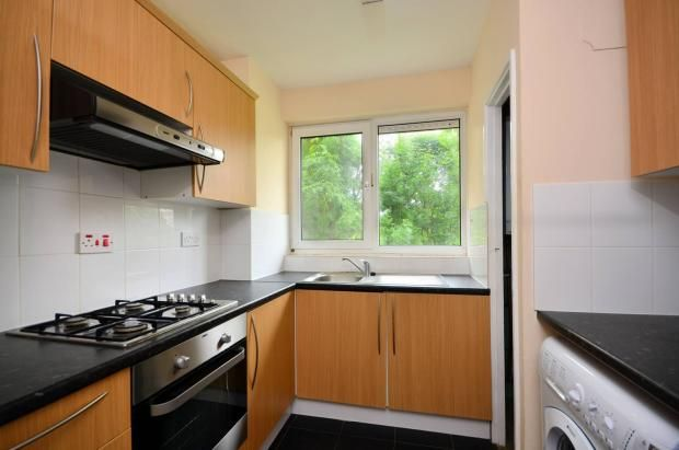 Thumbnail Flat to rent in East Street, Elephant & Castle