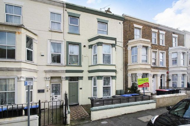 Thumbnail Flat to rent in Gordon Road, Cliftonville, Margate