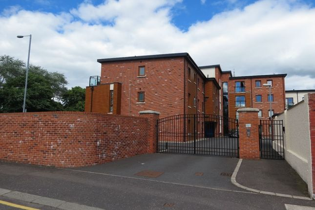Thumbnail Flat to rent in Summerhill Avenue, Belfast