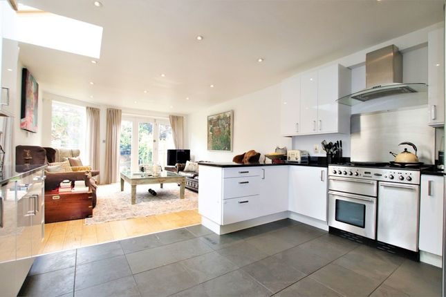 Thumbnail Property to rent in Coalecroft Road, West Putney
