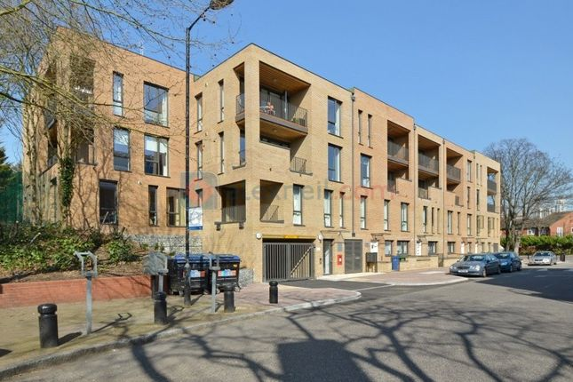 Thumbnail Flat to rent in Rotherhithe Street Surrey Quays, London