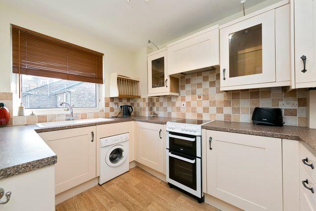 2 bed flat for sale in Arragon Road, Twickenham