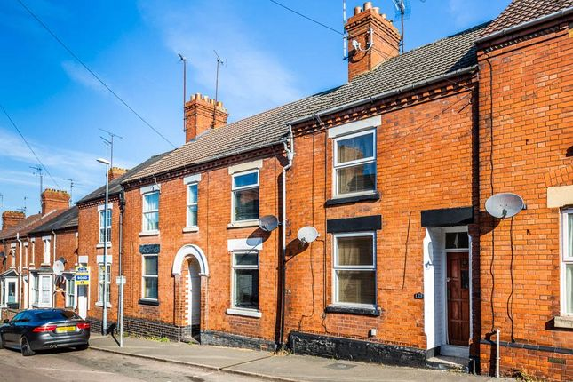 3 bed terraced house to rent in Victoria Road, Rushden, Northamptonshire NN10