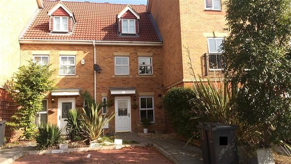 Thumbnail Terraced house for sale in Keswick Gardens, Purfleet