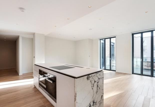 Thumbnail Flat to rent in Floral Street, Covent Garden