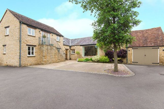 Thumbnail Cottage for sale in Kings Head Court, London Road, Bicester