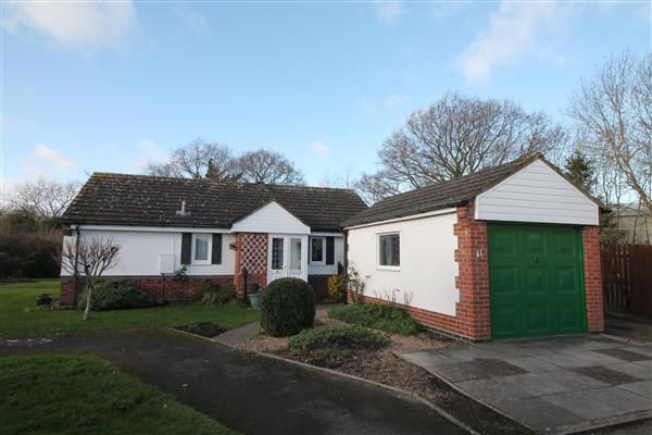 Thumbnail Bungalow for sale in Springfield Road, Alcester