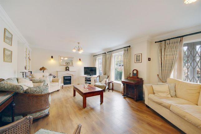 Thumbnail Flat for sale in Watford Road, Radlett