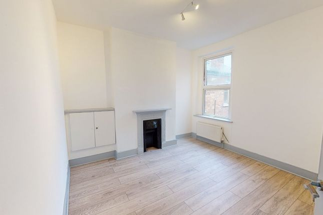 3 bed flat for sale in Granville Road, London N22