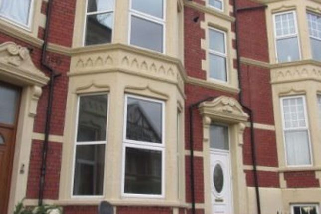 Thumbnail Flat to rent in Kingsland Crescent, Barry