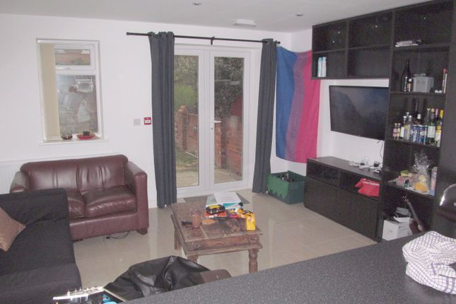 Thumbnail Terraced house to rent in Donnington Gardens, Reading