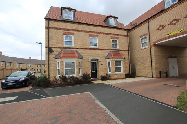 Thumbnail Flat for sale in Collings Crescent, Biggleswade