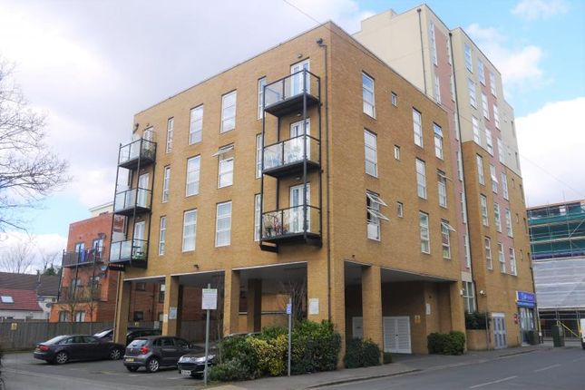 Thumbnail Flat to rent in Burlington Road, Slough