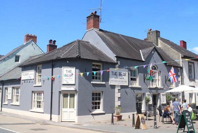 Thumbnail Pub/bar for sale in Llandovery, Carmarthenshire