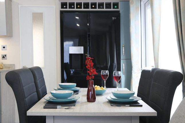 Superior-Deluxe-Dining1-1181x787