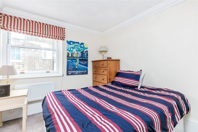 Bedroom of Harding House, 24 Gloucester Street, London SW1V