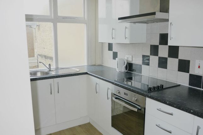 Thumbnail Flat to rent in Week Street, Maidstone