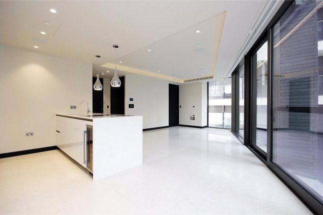 Thumbnail Flat to rent in Hanover House, Tower Bridge