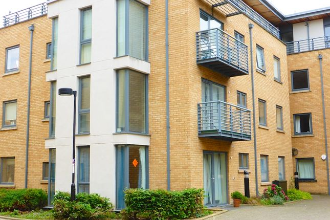 Thumbnail Flat to rent in Woodins Way, Oxford