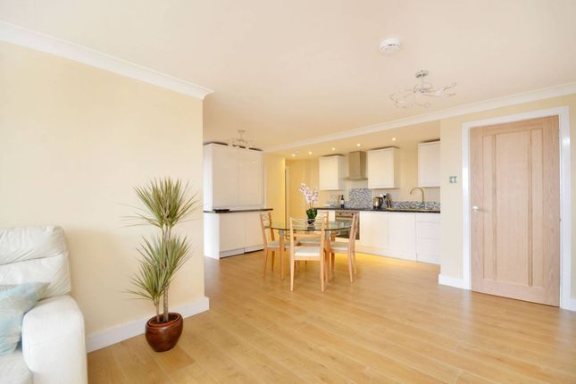 Thumbnail Flat to rent in Eastgate Gardens, Guildford