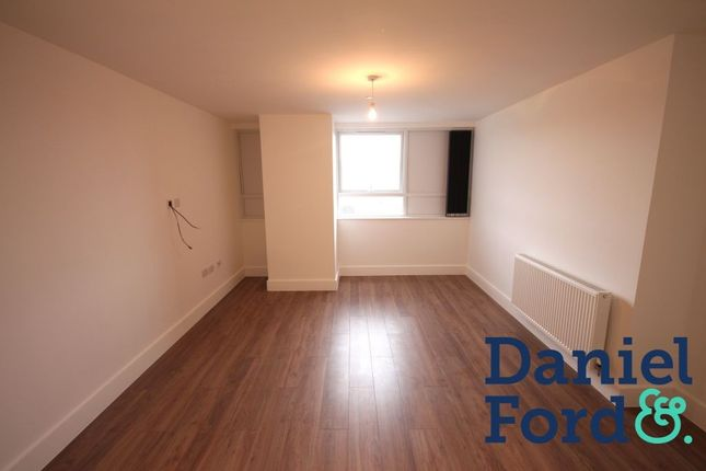 Thumbnail Flat to rent in Lower Stone Street, Maidstone, Kent
